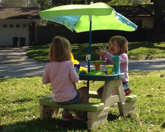 Step2 Review Sit & Play Picnic Table with Umbrella Crafting