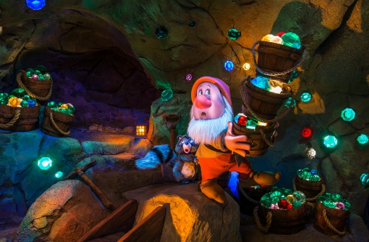 disney-seven-dwarfs-mine-train-inside-image-mclaren-family